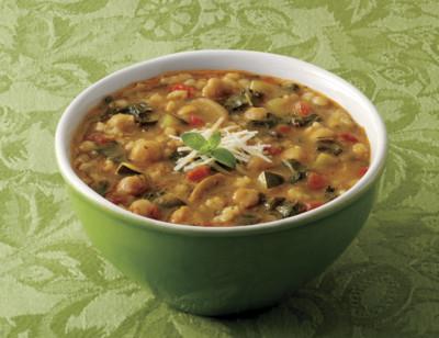 Soupe rustique aux légumes à l'italienne bio standard image