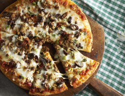 Meatless Italian Sausage, Mushroom & Olive Pizza